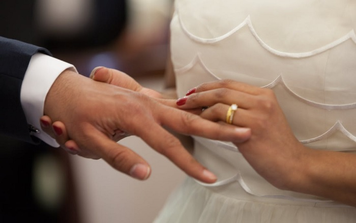 Exchanging rings at a wedding.