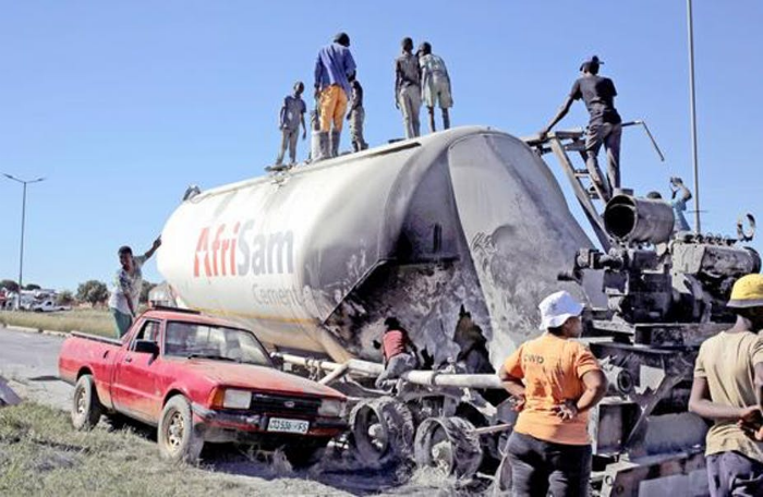 A cement delivery truck was burnt by angry protesters against corruption and poor service delivery in South Africa.