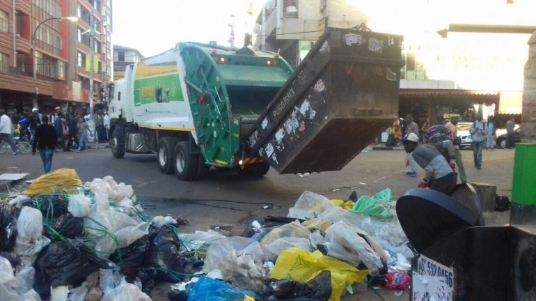 Rubbish collection truck