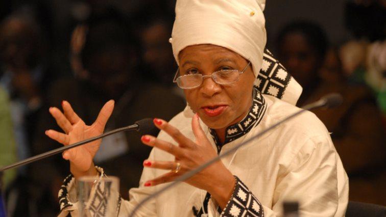 Mamphela RampheleWikipedia - Ramphele urges SA citizens to fight against racism, gender inequality