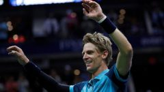 Kevin Anderson with arms in the air.