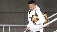 Brazilian supertar Neymar walking.