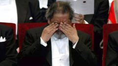 VS Naipaul rubbing his eyes