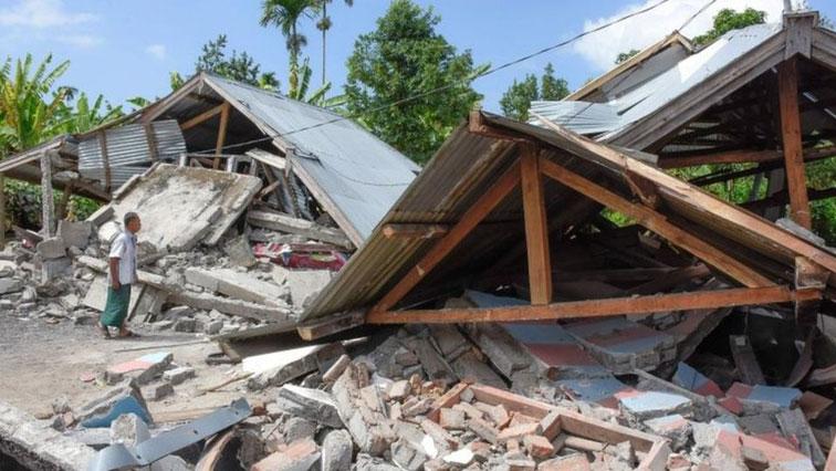 Powerful quake kills 82 on Indonesia's Lombok, tourists flee