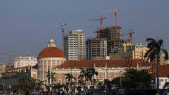 Cranes amongst buildings