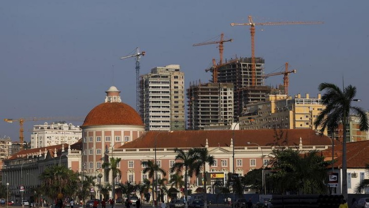 Cranes amongst buildings