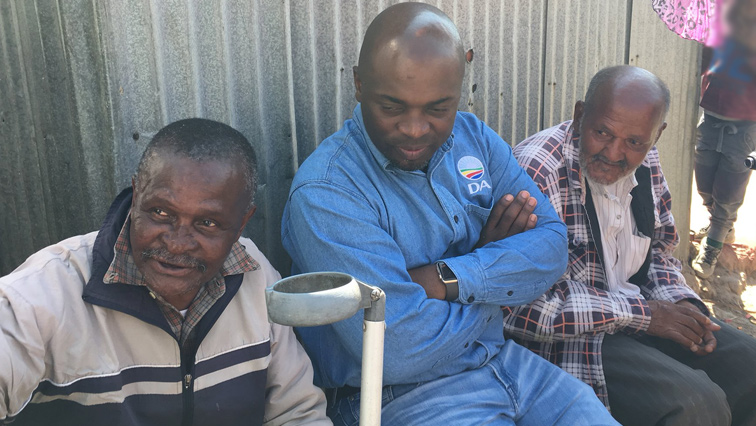 Solly Msimanga with Alexandra residents