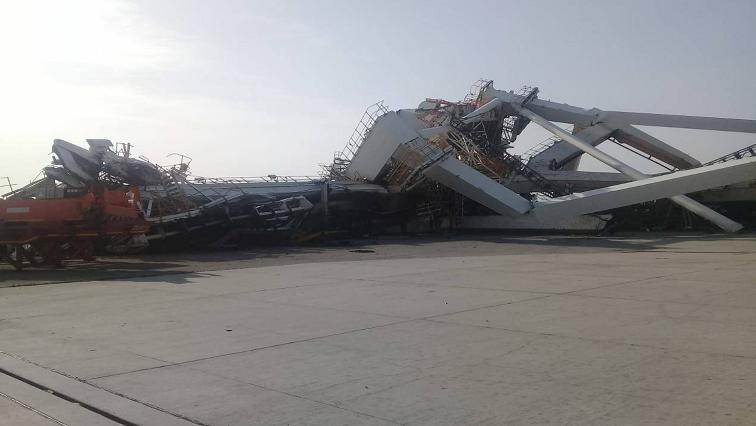 A giant harbour crane has been blown over in the Port Elizabeth harbour