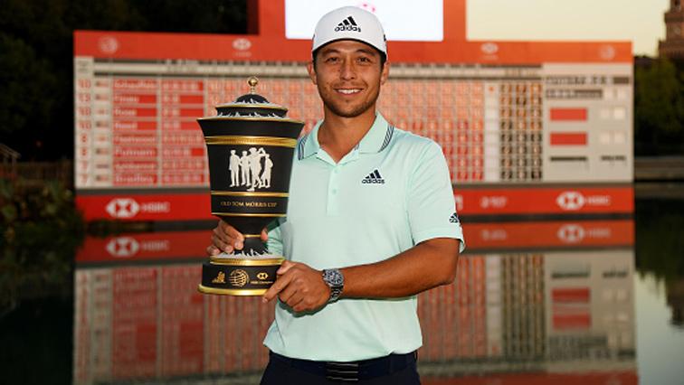 Xander Schauffele carrying his trophy