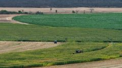 Experts warn against land expropriation.