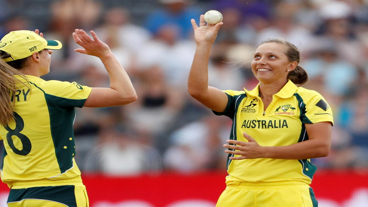 Two female Australian cricket players