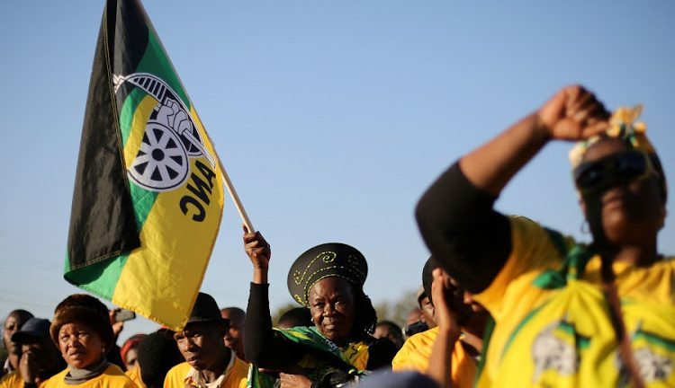 Supporters of the African National Congress hold the party flag during ANC president Jacob Zuma's election campaign in Atteridgeville a township located to the west of Pretoria, South Africa July 5, 2016. REUTERS/Siphiwe Sibeko