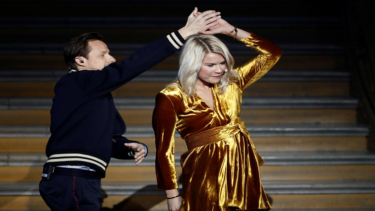 Ada Hederberg and Martin Solveig dancing