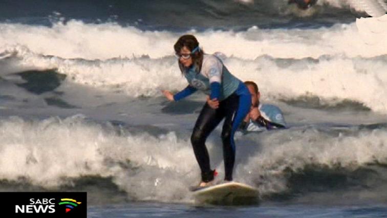 Carmen Lopez surfing