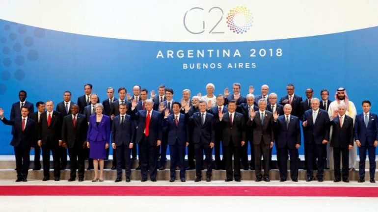 Leaders pose at G20