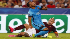 Rafinha falling after tackle.