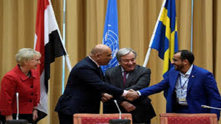 Yemen's leaders shaking hands.