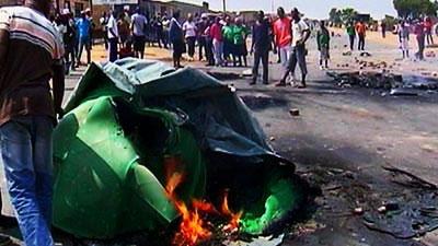 Protestors burning tyres