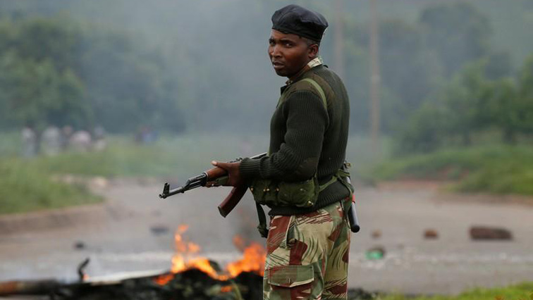 Police patrol Zimbabwe streets