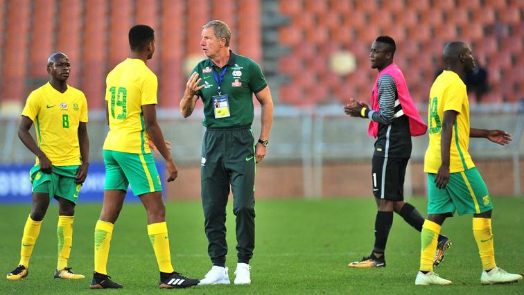 Stuart Baxter talking to Bafana Bafana players