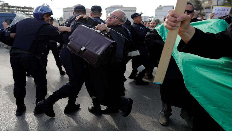 Police attempt to disperse protesting lawyers