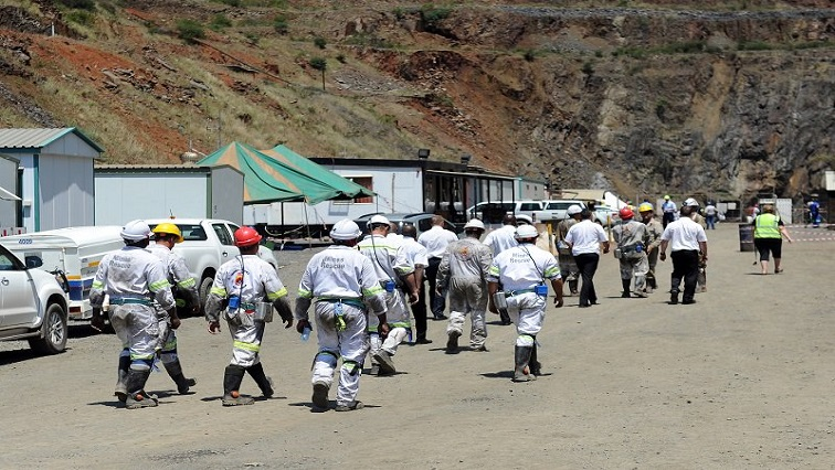 SABC News Miners - Dwarsrivier Chrome Mine workers down tools