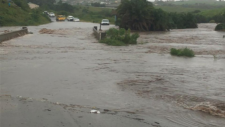 SABC News Floods Port Shepstone Twitter @SAPOLICESERVICE - Ramaphosa sends condolences to families of flood victims