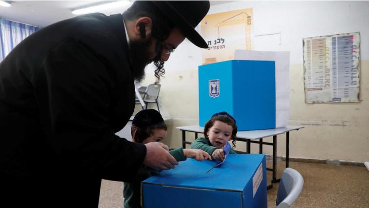 Israelis voting.