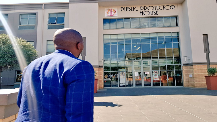 Mmusi Maimane walking towards the Public Protector House