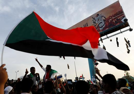 Sudanese demonstrators protest outside the Defence Ministry in Khartoum, Sudan April 14, 2019.