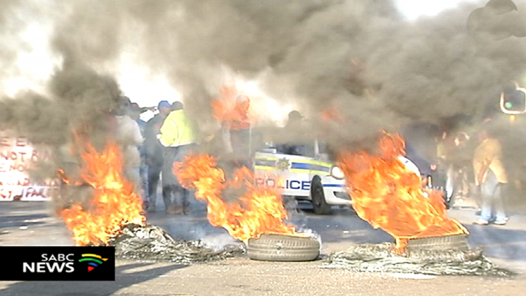 Roads blockaded with burning tyres