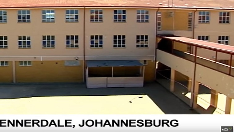 SABC News Ennadale School - Parents, learners shut down Oakdale high school