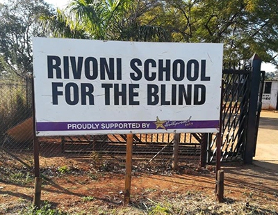 rivoni - Rivoni school learners close road, demand better accommodation