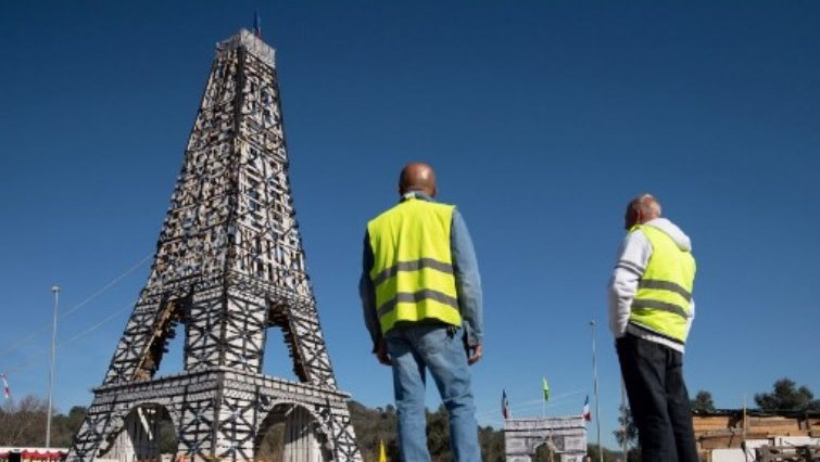 SABC News Eiffel Tower AFP - American picked to design vast car-free garden at Eiffel Tower