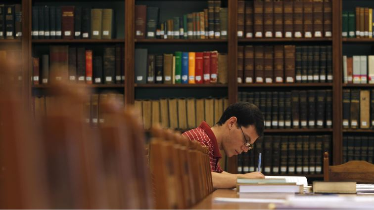 SABC News student in library Reuters - City of Johannesburg extends library hours as the mid-year exams loom