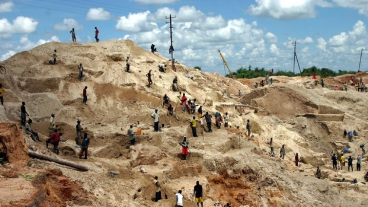 SABC News DRC Artisanal miners Reuters - At least 36 killed in collapse at Glencore mine in Congo