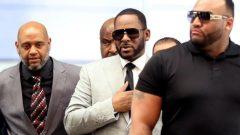 R. Kelly walks inside the Criminal Court Building