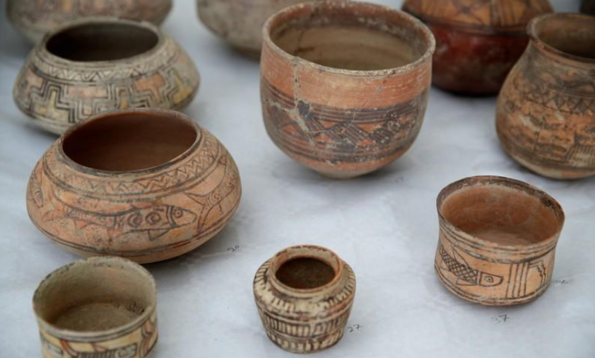 PAkistan art - France returns stolen ancient artifacts to Pakistan