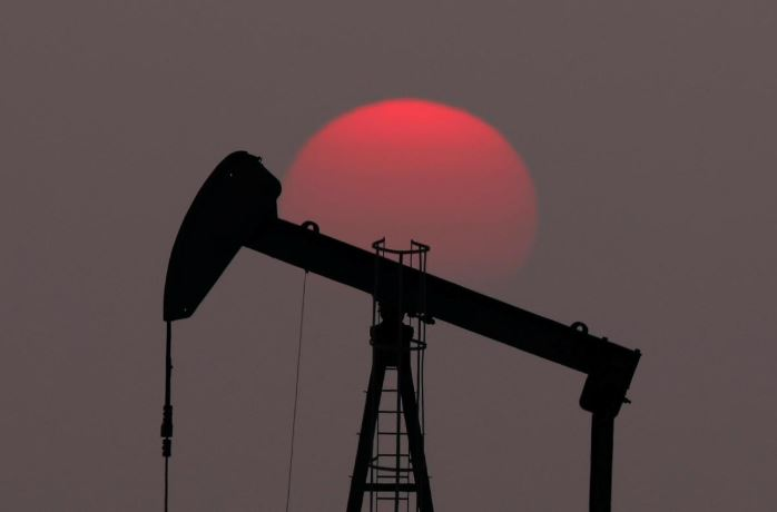SABC News Oil pump R - Oil outlook sours as sanctions, global tensions fail to bring out bulls