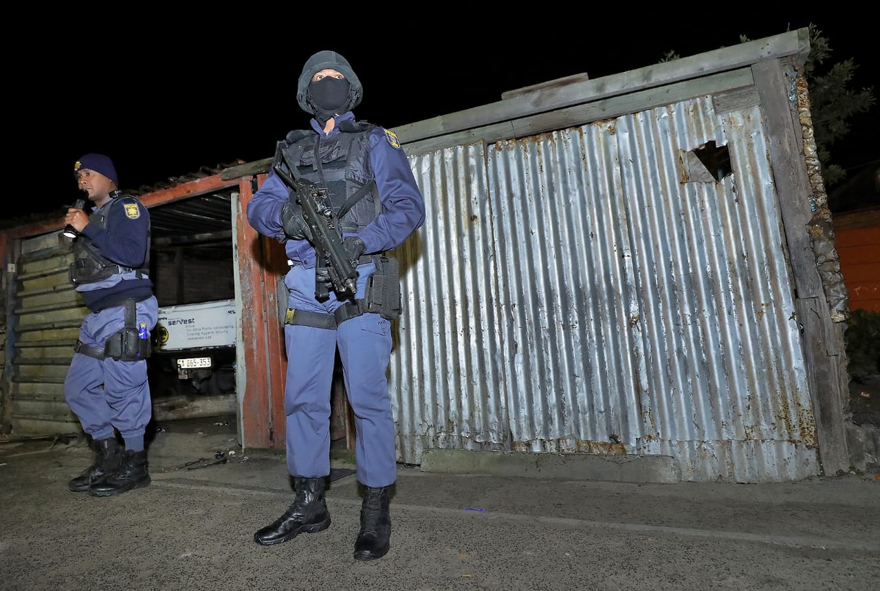 SABC News Police in W Cape @SAPolice - Cele challenges Generals to resign if crime continues on Cape Flats
