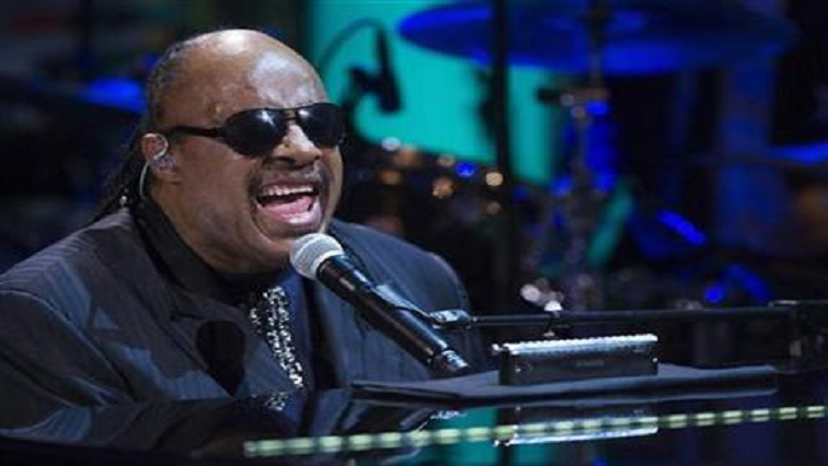SABC News Stevie Wonder R - Stevie Wonder tells London concert he's due for kidney transplant