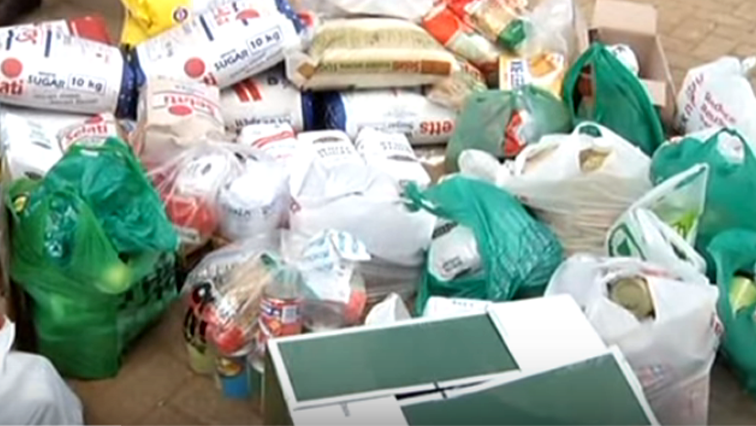 SABC News Food Parcels - Companies from NMB Metro pack food parcels for Mandela Day