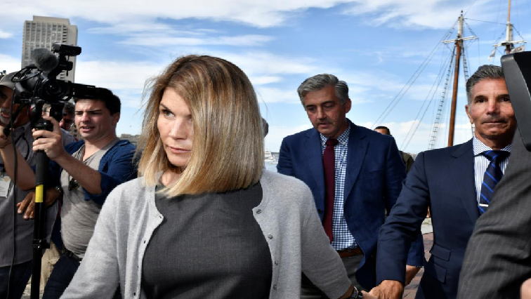 SABC News Lori Loughlin R - Actress Lori Loughlin waves off attorney conflict in U.S. college scam case