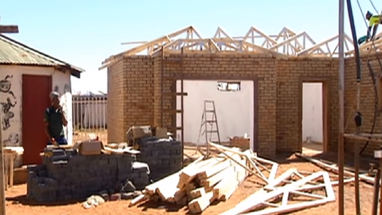 SABC News Credo Mutwa home - Credo Mutwa's family asks for additional renovations to his home