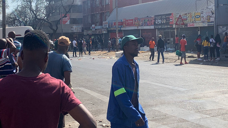 Tourism drops after Gauteng riots - SABC News - Breaking news, special reports, world, business, sport coverage of all South African current events. Africa's news leader.