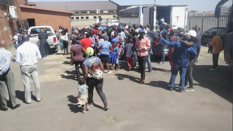 SABC News ZIM @Sashinn007 - More foreign nationals fearing attacks flee SA