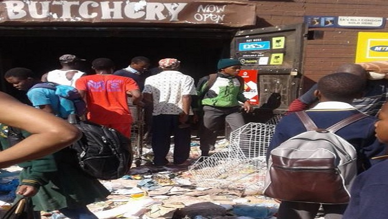 SABC News loot 12 1 1 - One dead, 21 arrested in Cape Flats looting