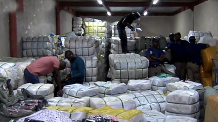 SABC News raid fordsburg - Police confiscate goods in Fordsburg raid