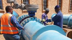 Construction workers in Sol Plaatje Municipality working on the water pipeline.