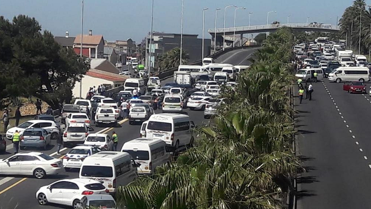 SABC News Taxi P - Protesting taxi drivers bring N2 to a standstill